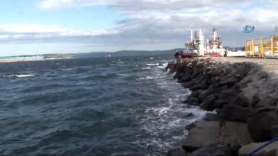 Çanakkale'de deniz ulaşımına Kestane Karası Fırtınası engeli