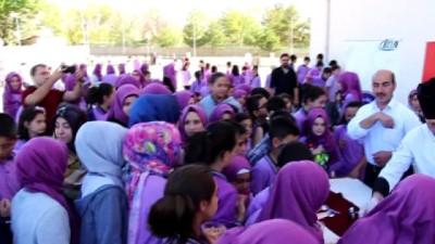 Erzincan'da 15 bin öğrenciye aşure ikramı yapıldı