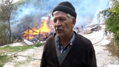 Kastamonu'da yangınlarla mücadele devam ediyor... Son yangında 10 ev, 2 ambar ve 1 ahır kullanılamaz hale geldi