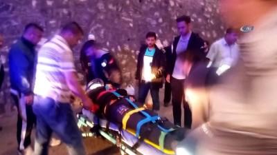 Motosikletten düşen paket servisçisi genç yaralandı
