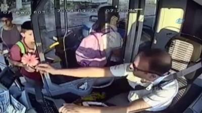 Otobüse binenler neye uğradığını şaşırdı... Otobüs şoföründen yolculara şiir gibi karşılama