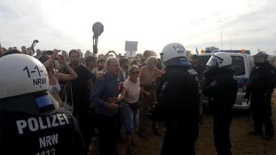 Almanya'da kömür madeni krizi: Ormanı işgal eden aktivistlerin direnişi sürüyor