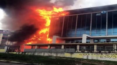 saglik ekibi -  Sultangazi'de huzurevi alev alev böyle yandı