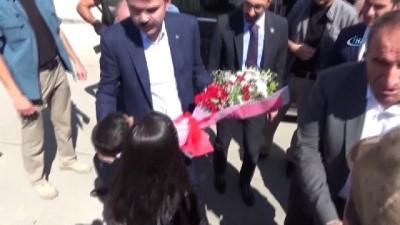 Bakan Kurum, terör mağdurları için yapılan konutları ziyaret etti