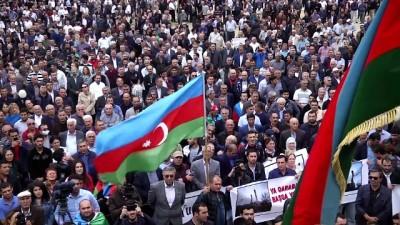 Bakü'de Karabağ mitingi