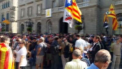 - Katolanya'nın Bağımsızlık Referandumu Yıl Dönümü Yürüyüşüne Polis Müdahale Etti