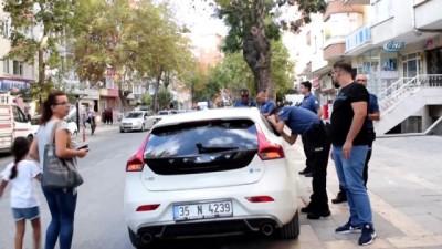 Otomobilde bırakılan küçük çocuk polisi alarma geçirdi