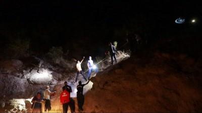Bolu'da, uçurumda mahsur kalan kadın 12 saatte kurtarılabildi