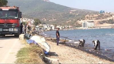Foça'da denizdeki akaryakıtı temizleme çalışmaları devam ediyor