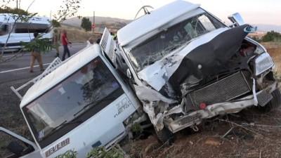 Tunceli-Elazığ karayolunda kaza: 3'ü çocuk 20 yaralı