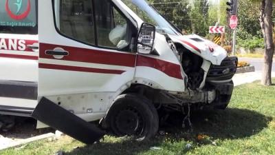 Ambulans ile otomobil çarpıştı: 4 yaralı - NİĞDE
