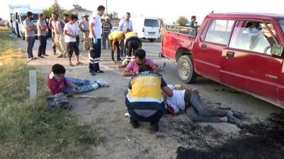 ozel hastaneler -  Karaman'da otomobille işçileri taşıyan pikap kafa kafaya çarpıştı: 9 yaralı