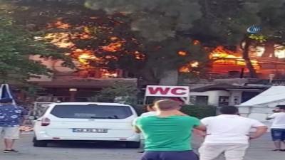 yangin yeri -  Tüp bomba gibi patladı... Tatilciler alev alev yanan kafeyi korkulu gözlerle izledi