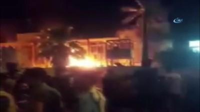 - Basra'da Göstericiler Siyasi Parti Ve Kamu Binalarını Ateşe Verdi