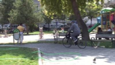 Gençlere örnek olmak için bisikletiyle yola çıktı