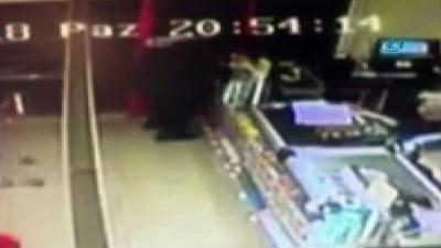 """İstanbul'da """"kırmızı eldiven"""" ile silahlı market soygunu kamerada"""