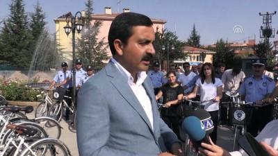 Kırşehir Belediye Başkanı makam aracı yerine bisiklet kullanıyor