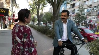 Kırşehir Belediye Başkanı, makam aracını bıraktı bisiklete bindi