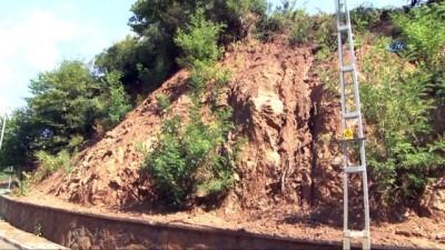 Sarıyer'de etkili olan sağanak yağış toprak kaymasına neden oldu