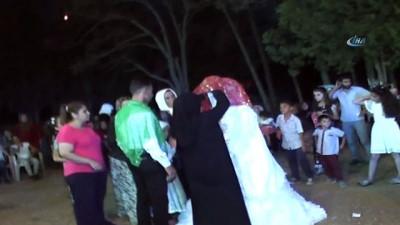 Suriyeli çifti mahalleli evlendirdi