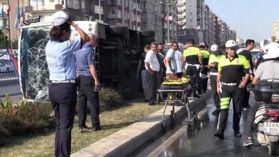 Yolcu midibüsü devrildi: 12 yaralı - MERSİN