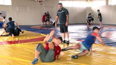 Genç güreşçinin hedefi altın madalya - SAKARYA