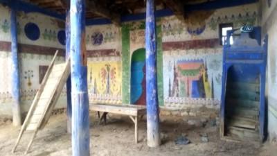 Kaderine terk edilen tarihi cami kurtarılmayı bekliyor