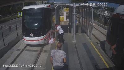 yasli adam - Samsun'da tramvay kazası: 1 yaralı