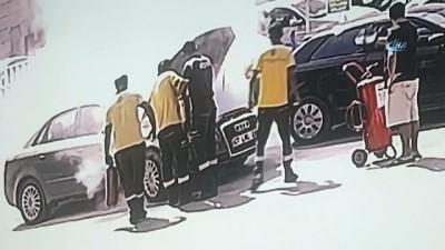 akaryakit istasyonu -  Bir anda motorundan duman çıkan otomobili akaryakıt istasyonu görevlileri söndürdü