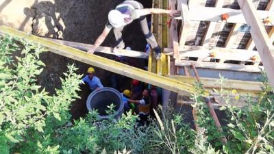 Metrelerce yükseklikten inşaatın temeline düştü