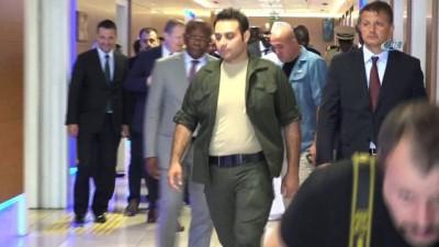 Trabzon'a sürpriz ziyaret...Senegal Cumhurbaşkanı Macky Sall'i taşıyan uçak Çin dönüşü yakıt ikmali için Trabzon Havalimanı'na indi
