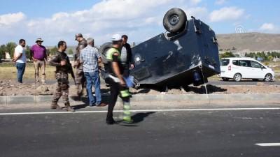 Zırhlı polis aracı devrildi: 2 yaralı - KARS