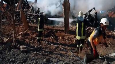 muhalifler -  - Esad rejimi ve Rusya, İdlib ve Hama'yı vurmaya devam ediyor - Sivil Savunma Ekibine Saldırı Anı