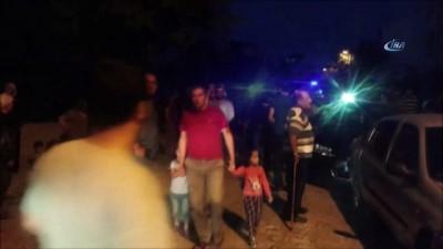 Kamyonu kontrolden çıkıp araçlara çarparak bir eve devrilmişti... Kazazede kamyon şoförü yardım bekliyor