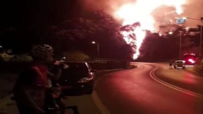 Sisam Adası'nda yangın... Yükselen alevler Kuşadası'ndan görüldü
