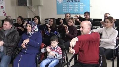 Cam kemik hastası Doğan'la iletişim kurmak için işaret dili öğreniyorlar - AYDIN