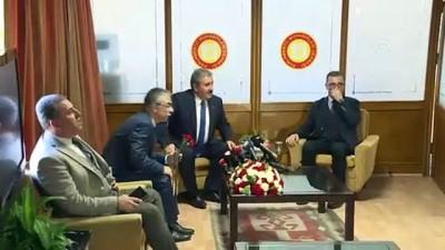 istifa - Destici, Meclis'te görev yapan gazetecilere karanfil dağıttı - TBMM