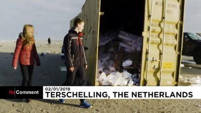 argo - Hollandalılar kargo gemisinden düşen tonlarca 'ganimet' eşyayı topladı