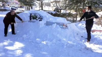 Kardan adam yerine kardan araba yaptılar