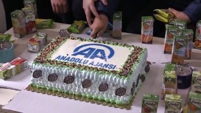 Öğrenciler gazeteciler gününü 'AA pastası' keserek kutladı - BURSA