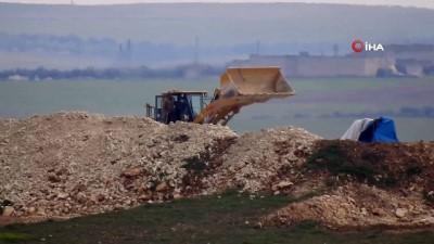 politika - YPG'li Teröristler Hendek Kazarken Görüntülendi- İş Makineleri İle Hendek Mesaisi