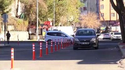 guvenlik gucleri - Diyarbakır'da bazı güvenlik bariyerleri kaldırıldı
