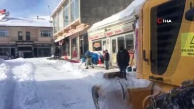 Kar Karlıova'da öğrencilere 12 gün tatil yaptırdı