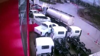 Kaza anı güvenlik kamerasınca kaydedildi - KOCAELİ