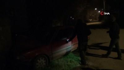 Otomobil sulama kanalına çarptı: 1 yaralı