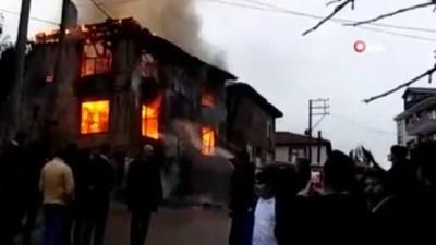 Tarihi ev alev alev yandı
