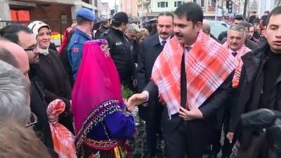 Çevre ve Şehircilik Bakanı Murat Kurum vatandaşlara bez torba dağıttı - BALIKESİR