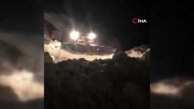 Durankaya'da karla mücadele çalışması sürüyor