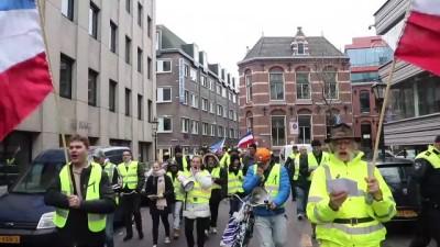 hukumet karsiti - Hollanda'da 'sarı yelekliler' hükümeti protesto etti - LAHEY