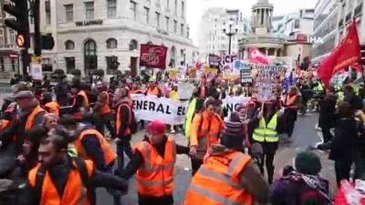 - Sarı Yelekliler, Londra'da Hükumeti İstifaya Çağırdı